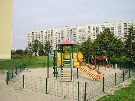 plac zabaw przy budynkach Łukowska 3 i Ostrobramska 78